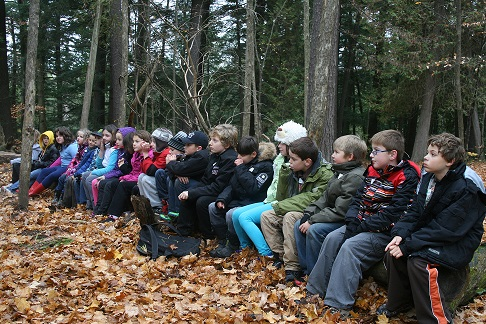 A day at Jackson Park with Examiner columnist Drew Monkman was more interesting than sitting behind their classroom desks for this grade 4 class from Roger Neilson Public School (Helen Bested photo)